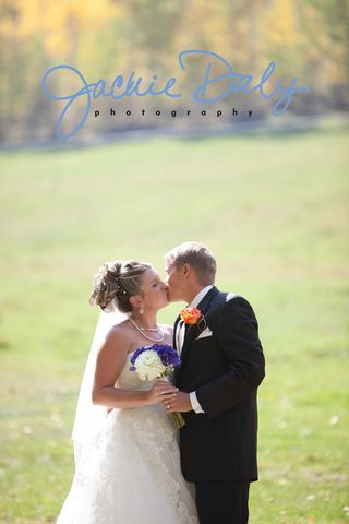 aspen wedding photography T Lazy 7 Ranch bride and groom kissing